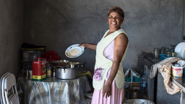 for active travellers on Cabo Verde Islands, lady cooking coffee